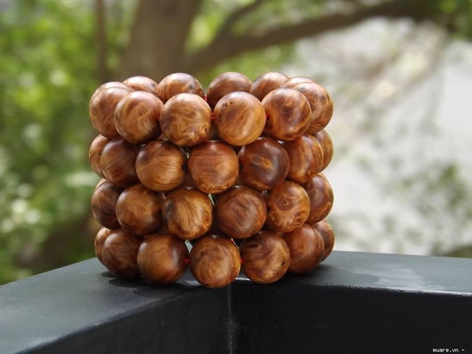 tổng hợp mẫu vòng tay trầm hương, vòng gỗ đeo tay, vong tay phong thủy rẻ đẹp