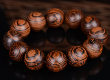 Vòng tay hạt gỗ mang tính phong thủy