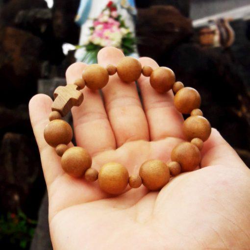 Vòng tay Công Giáo gỗ Xá Xị tự nhiên